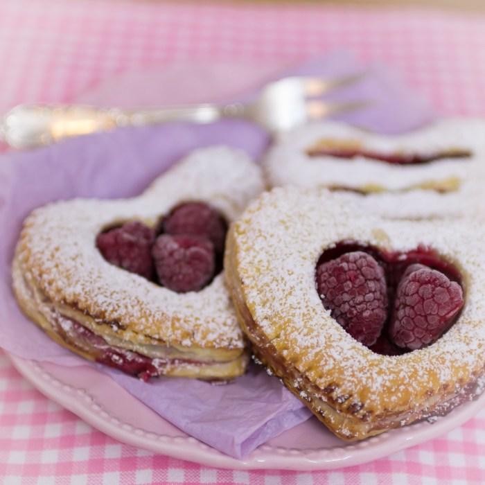 Himbeer-Herzen, Blätterteig Herzen, Himbeer-Teilchen, Valentinstag-Geschenk, Pudding-Teilchen, Himbeer-Kuchen