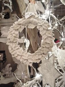 Weihnachtsdeko auf dem Markt im Dörfle