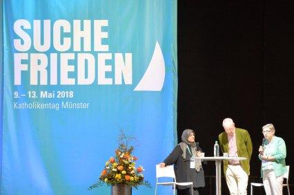 Fatima Emari, Meinhard Schmidt-Degenhard und Brigitte Jaschke beim Talk. Foto: Ralf Adloff