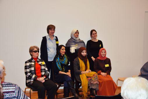 Die Podiumsteilnehmerinnen: Susanne Krahe, Sr. Gudrun Steiß, Hoda Mobasher, Fatima Emari, Khola Maryam Hübsch, Sara Streese, Kübra Böler