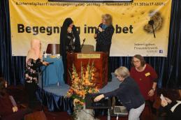 Dr. Michaela Will dankt Roghayeh Jahangiri für das Grußwort
