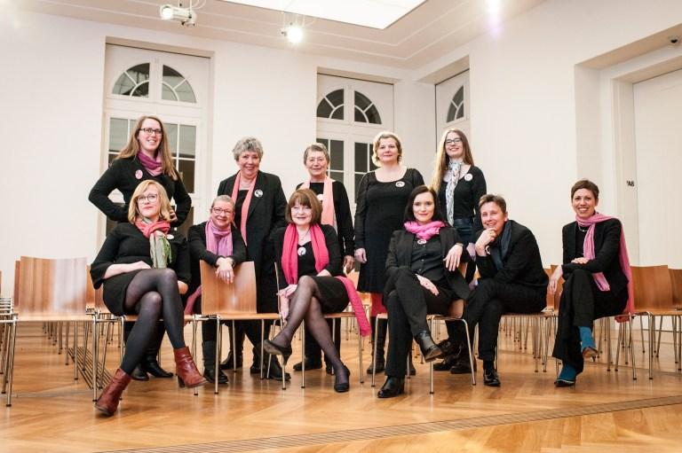 Die Akteurinnen des Potsdamer Frauenwahllokals, Foto: Caroline Wolff