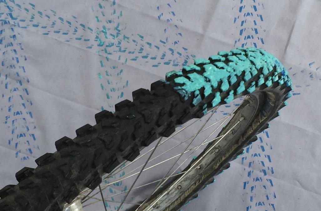 Geschenkidee für Radfahrer, Stoff bedrucken mit Fahrradreifen