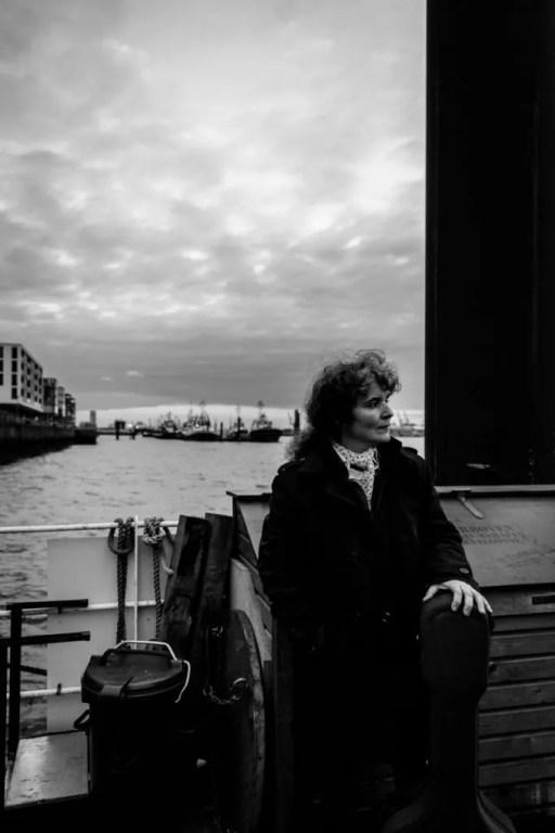 Porträtshooting mit der Musikerin Anabel Balcana im Museumshafen Övelgönne