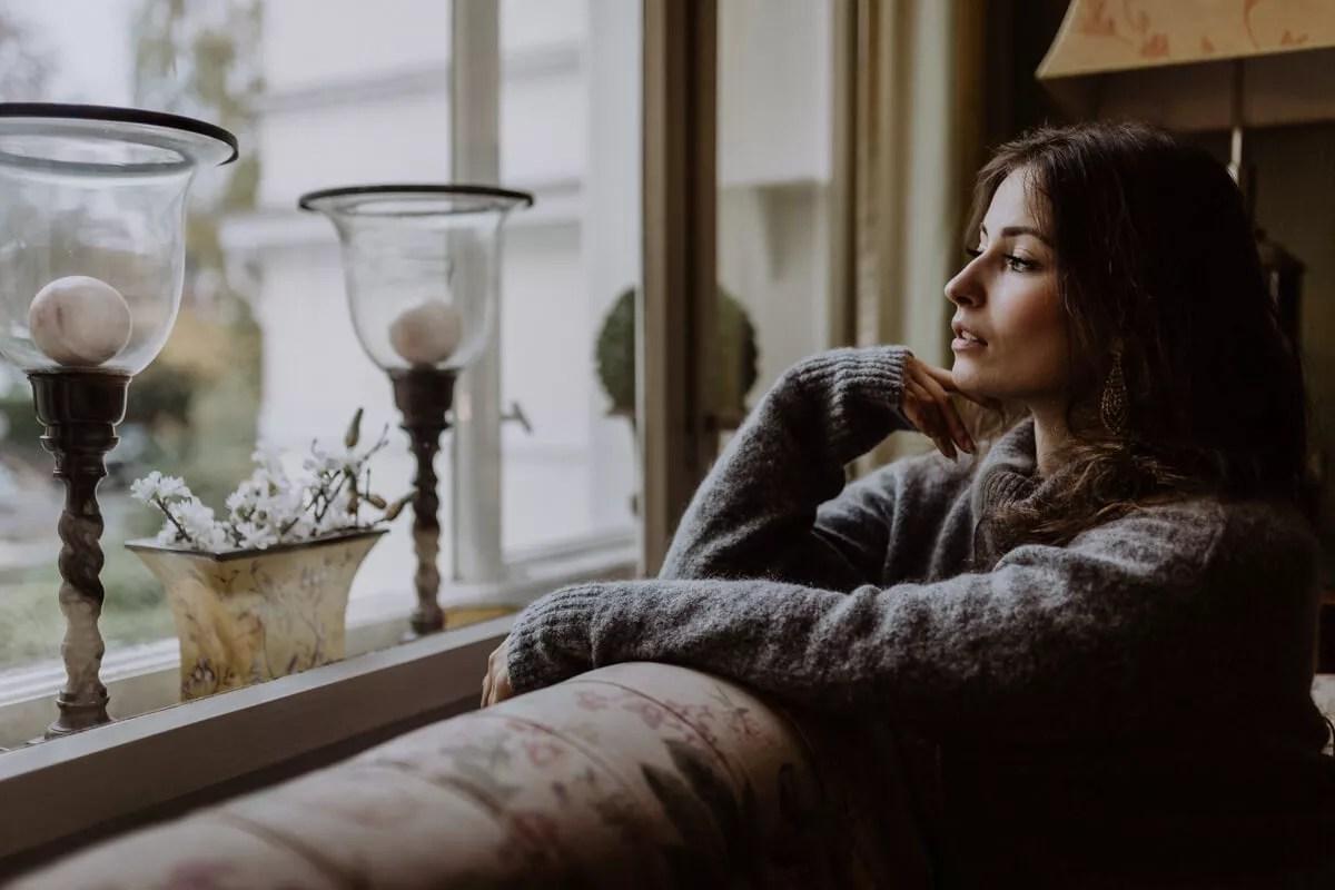 Ausblick aus dem Fenster bei einem entspannten Porträtshooting im Hotel Garni Mittelweg