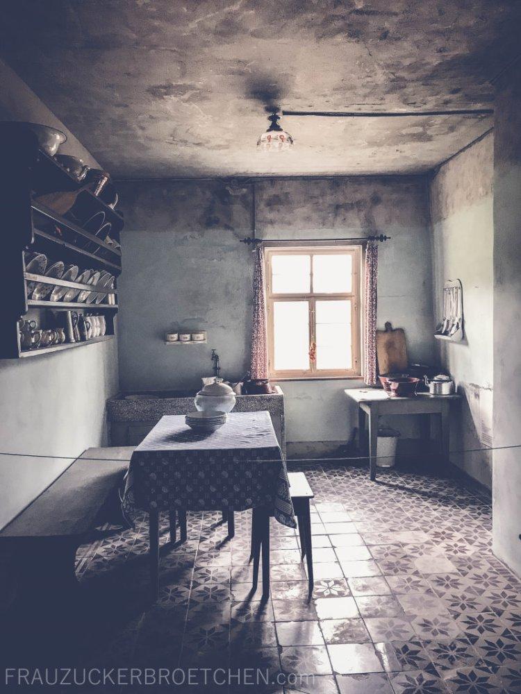 freilichtmuseum_beuren_haus_der_schultheißenfamilie_küche_frauzuckerbroetchen.jpg