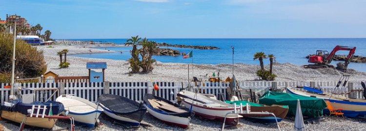 Am hübschen Strand von Ventimiglia Italien