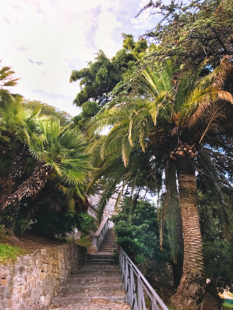 Die Treppen hoch zur Anhöhe Sanremo