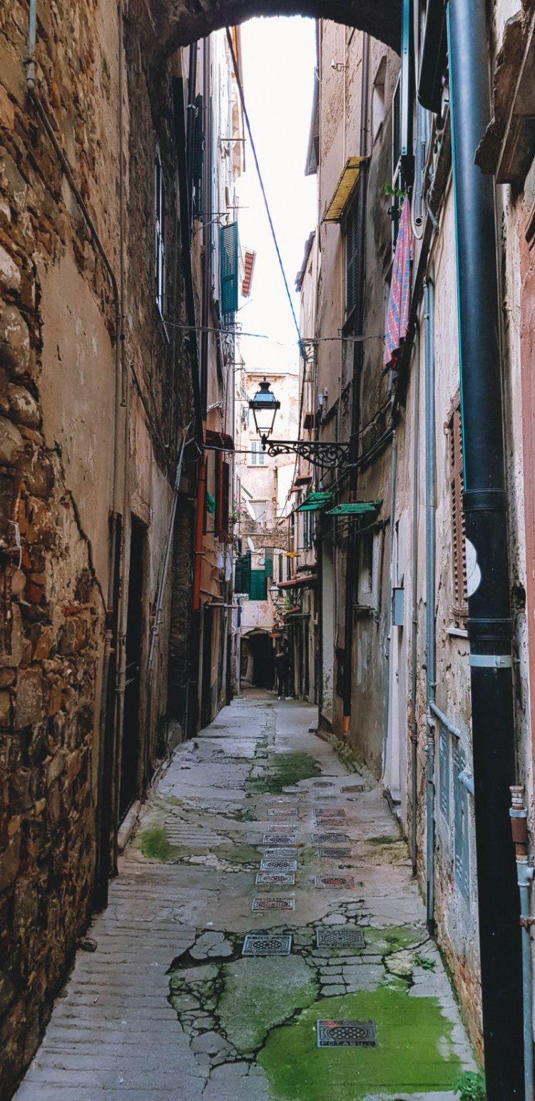 Die engen Gassen von La Pigna in Sanremo