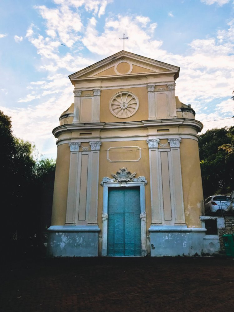 Die Kirche Santo Stefano auf der Piazza Casini