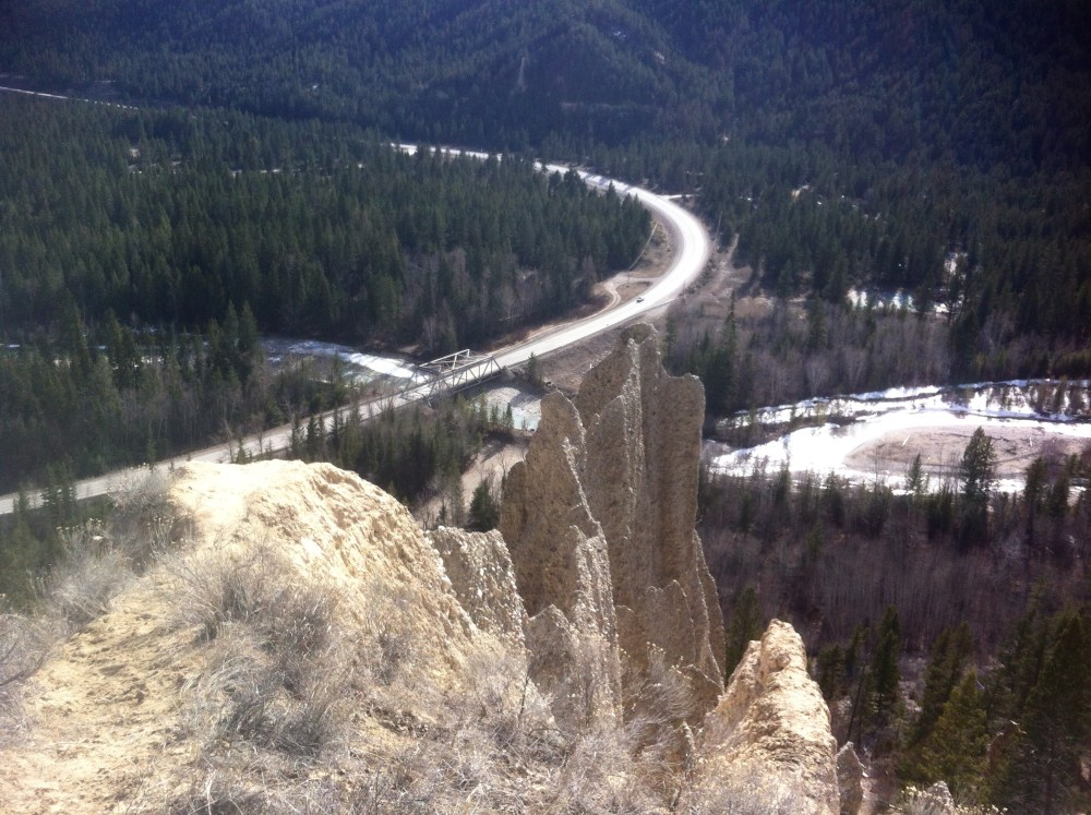 Looking south on Hwy 95 below the hoodoos