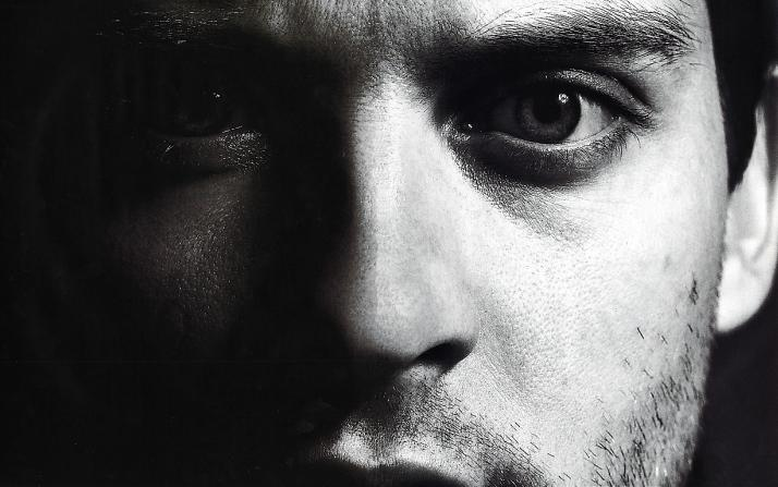 Tom Munro - Tobey Maguire