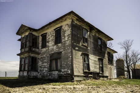 A picture perfect abandoned house that was built in the late 1800's. The power and hydro were cut in 1990, this is what 25 years does to a house.