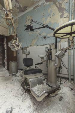 Urban exploring photo of a Creepy abandoned dentists office