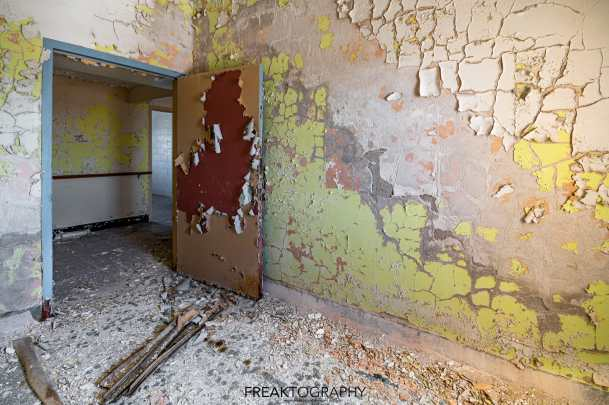 Abandoned Rochester Psychiatric Decaying Patient Room Textures