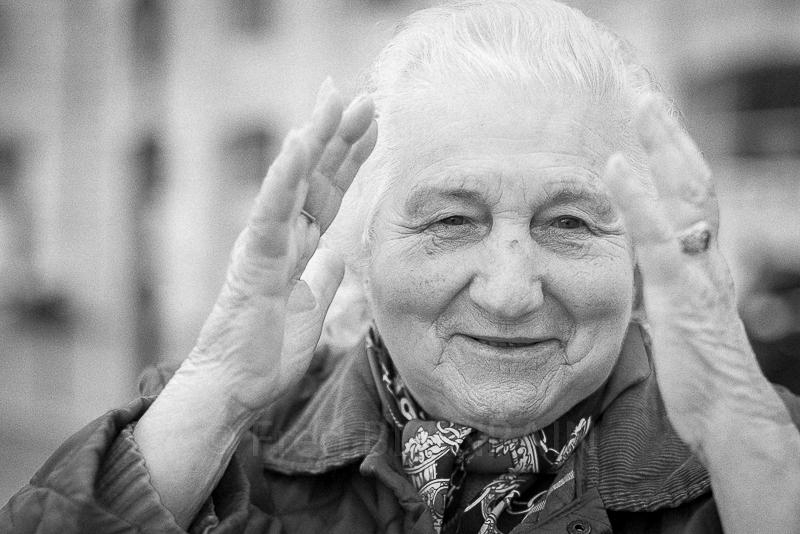 photographe portrait de grand-mère à domicile