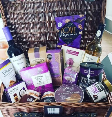 Women's Christmas gift guide - Christmas Hamper - gift ideas for mum