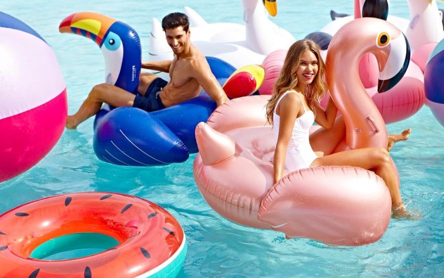 Sun of a Beach: Το δίδυμο με το πετυχημένο brand που επιλέγουν οι διάσημοι!
