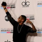 Video: Usher Talks Biebs, 'The Voice' & More With 'Extra' Backstage At AMAs