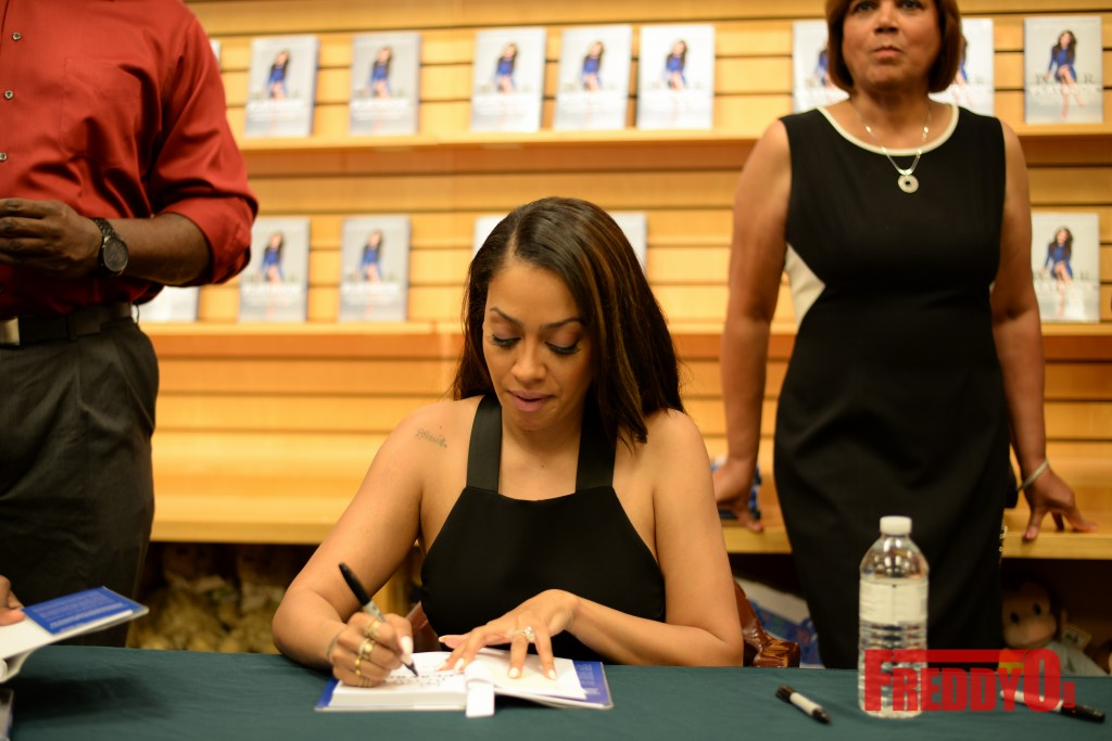 lala-book-signing-atlanta-8360