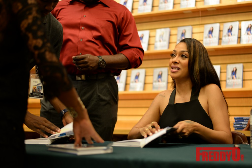 lala-book-signing-atlanta-8362