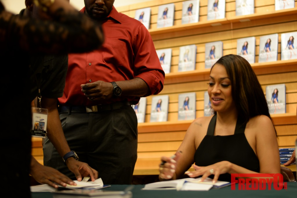 lala-book-signing-atlanta-8363