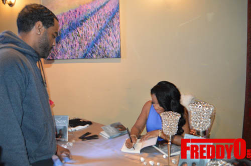 toya-wright-atlanta-how-to-lose-a-husband-book-signing-freddyo-106