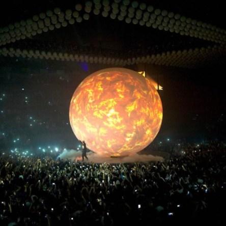 dd9d53ed5c6b Travis Scott Fall Through Huge Hole In The Middle Of The Stage At Drake  Concert - FreddyO.com - FreddyO.com