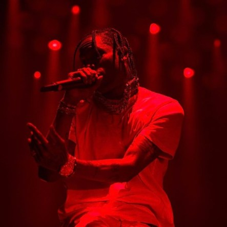"""f972c2450f25 Drake helped him out of the hole immediately and Travis kept right on  performing his latest single """"Goosebumps."""" That's comendable, and  everything might ..."""