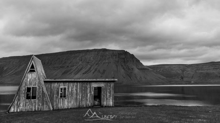 Maison en bois dans les Fjords du Nord Ouest n°0812