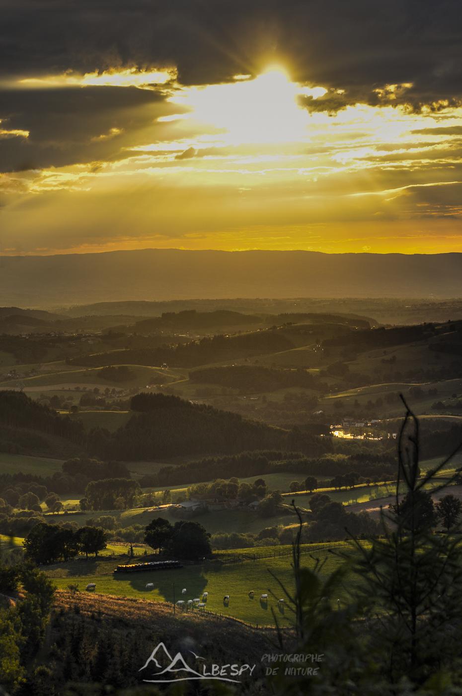 Coucher du soleil sur le Beaujolais n°0401