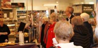 Der blev lyttet opmærksomt hos de cirka 30 fremmødte (Foto: Claes Andersen)