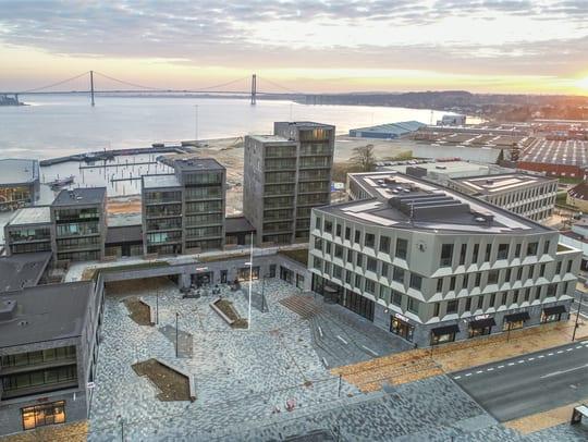 Rådhuset i Middelfart er Danmarks mest bæredygtige offentlige byggeri. Nu skal det være med til at inspirere lærere fra hele Europa. Foto: Middelfart Kommune