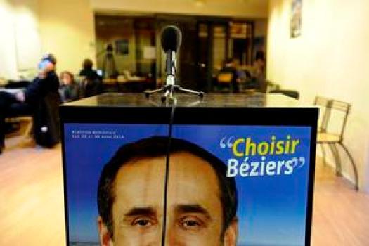 Elections municipales de BŽziers. 2nd tour. Robert MENARD, ˆ sa permanence, aprs la victoire. Robert MENARD soutenu par le Front National a gagnŽ avec 46,99% des suffrages exprimŽs.