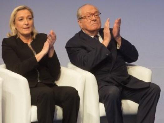 Marine-Le-Pen-et-son-pere-Jean-Marie-Le-Pen-lors-du-15eme-Congres-du-Front-National-a-Lyon-le-29-novembre-2014_exact1024x768_l