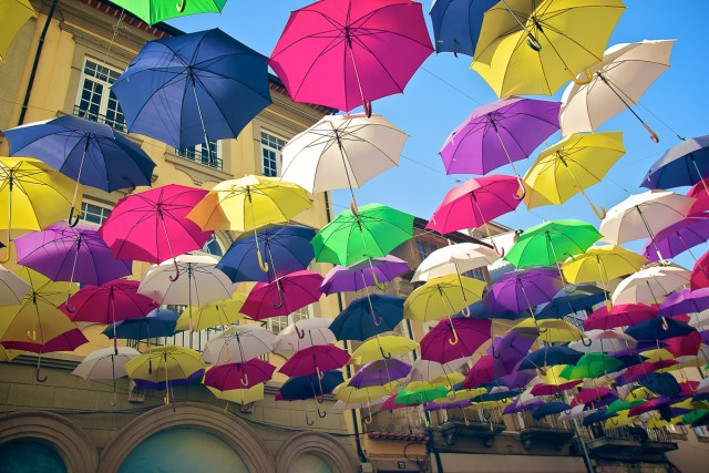 Agueda Portugal Aveiro photo parapluies umbrella couleurs cores colors