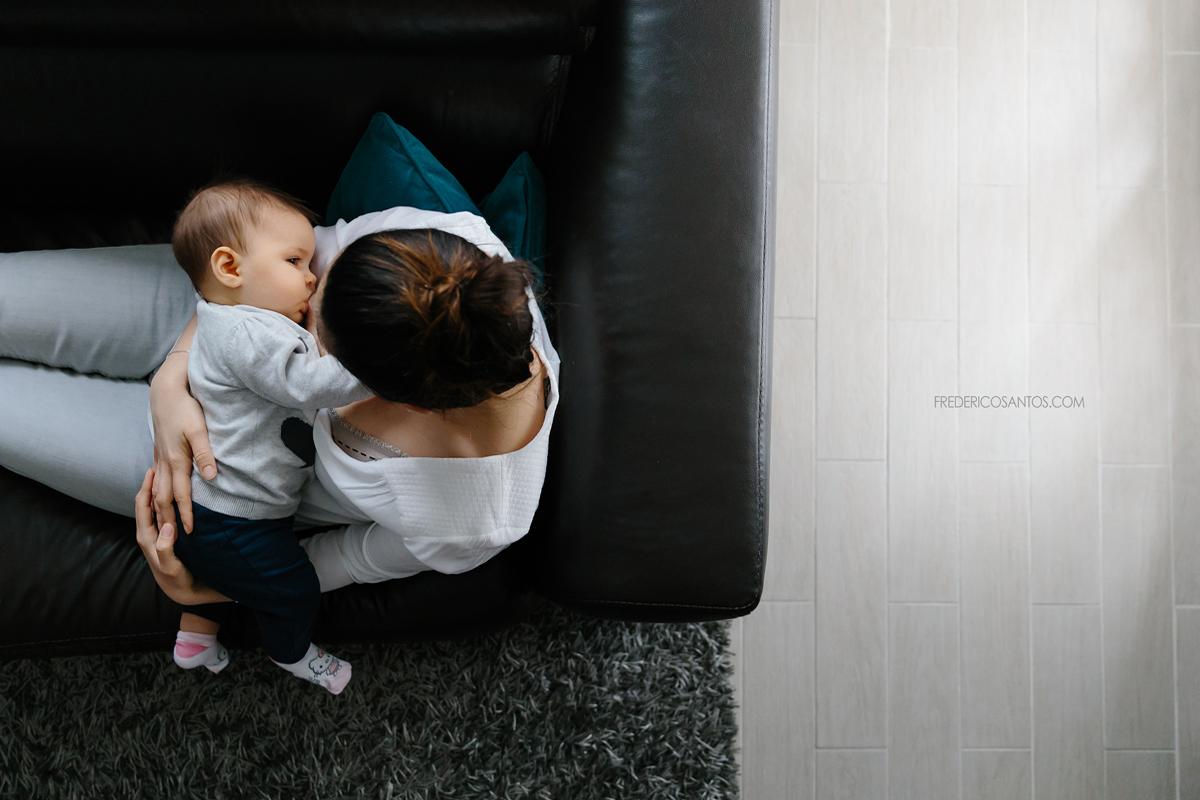 maman allaite son bébé photo à domicile