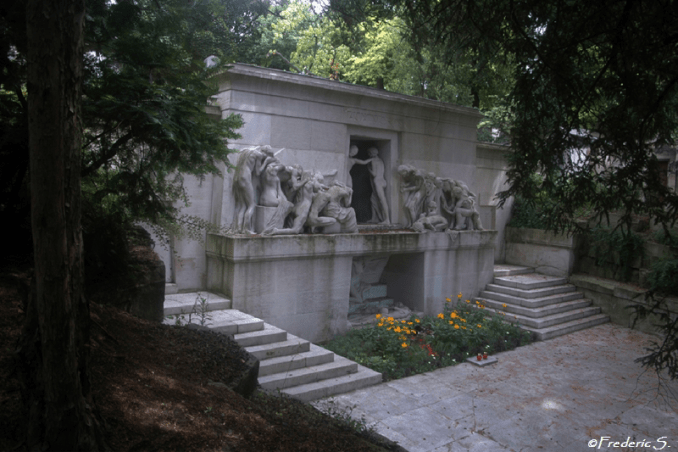 This monument is dedicated to all the dead without distinction
