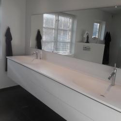 Håndvaskarmaturer fra Axor Starck monteret på støbt dobbelvask fra Geisler