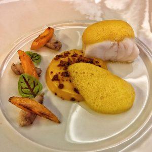 Médaillon de Lotte, carottes des sables au satay et anguille fumée au Burgundy Lounge