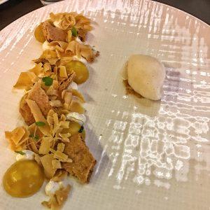 Dessert billes banane passion, biscuit linzer , crème de mascarpone et sorbet litchi au Burgundy Lounge