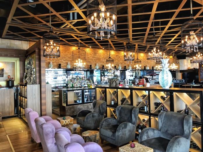 Besame Mucho - Salle intérieure et bar