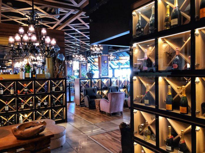 Besame Mucho - Entrée et bouteilles de vins & champagnes