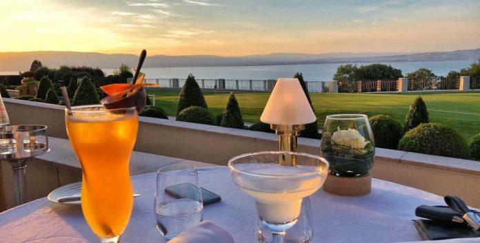 Restaurant Les Fresques - Cocktails en terrasse et vue sur le lac Léman