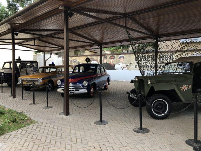 Minsk : Pavillon anciennes voitures - Muzey Mvd Respubliki Belarus