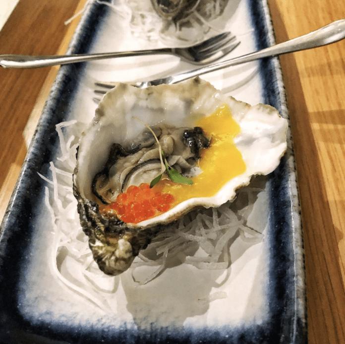 Mood Restaurant & Sushi Bar : Huîtres sauce Maracuja