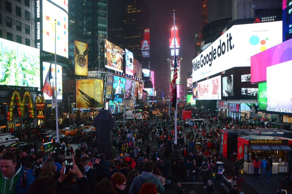 Crowd-Time-square-NY