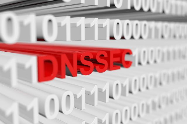 DNSSEC 不讓域名解析指向假的 IP 位址,加密簽名避免 DNS 快取污染