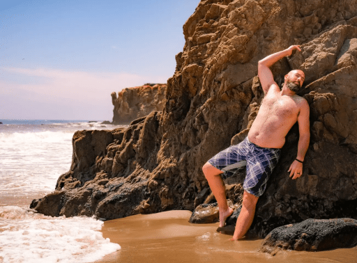 """Sorry, hunks: dating survey reveals singles prefer """"dad bods"""" over toned abs"""