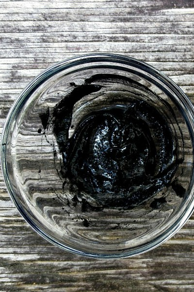 activated charcoal and aloe mask